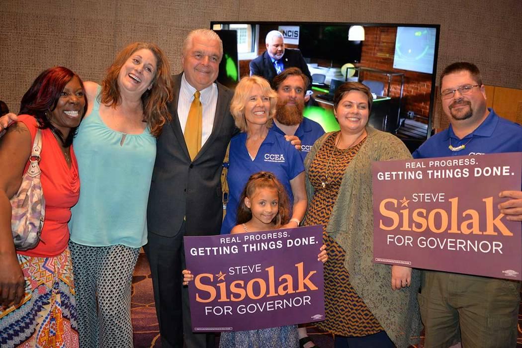 El candidato Steve Sisolak celebró el triunfo con sus seguidores. Martes 12 de junio en el Aria hotel & casino. Foto Frank Alejandre / El Tiempo.