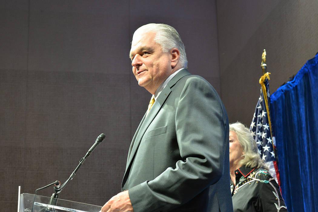 """""""Creo que nuestro próximo gobernador debe ser valiente; tienes que hacer las cosas. Vamos a trabajar juntos"""", dijo Steve Sisolak ante sus seguidores. Martes 12 de junio en el Aria hotel & casino. ..."""