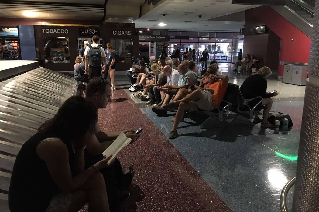Un corte de energía ha afectado partes del Aeropuerto Internacional McCarran en Las Vegas, incluyendo el área de reclamo de equipaje, el miércoles 13 de junio de 2018. (Michael Quine / Las Vega ...