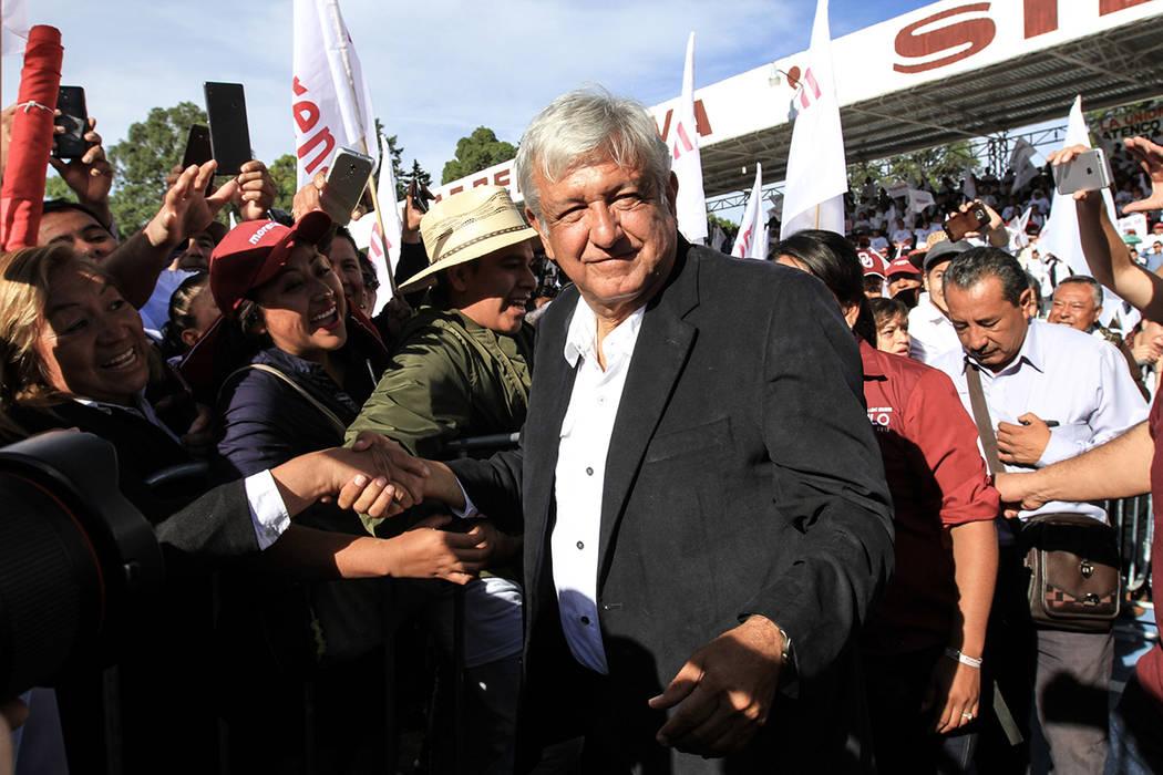 "Texcoco, 17 Jun 2018 (Notimex-Jessica Espinosa).- Andrés Manuel López Obrador, candidato presidencial de la coalición ""Juntos Haremos Historia"", encabezó esta mañana un mitin en Texcoco, ..."