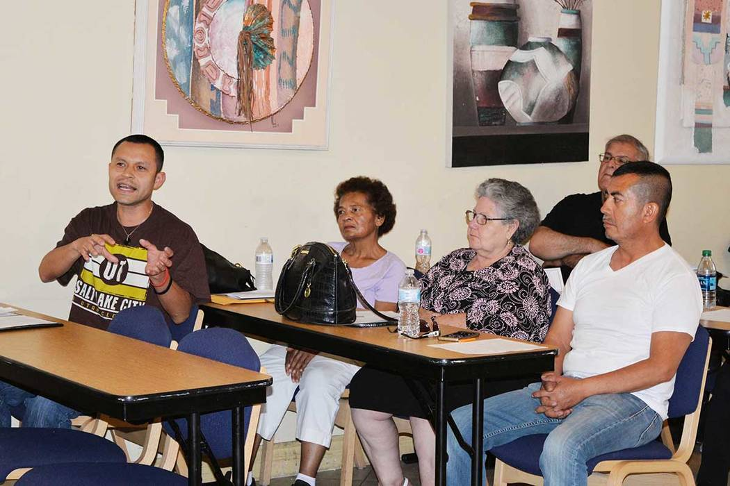 El Departamento de Policía de North Las Vegas (NLVPD, por sus siglas en inglés), realiza cuatro foros comunitarios al año. Miércoles 13 de junio, en la iglesia San Cristóbal. Foto Frank Aleja ...
