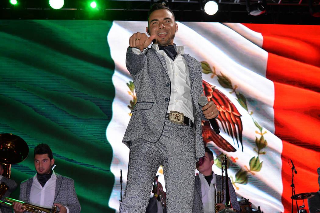 """La Banda El Recodo de Don Cruz Lizárraga estuvo en esta ciudad. Jueves 14 de junio, en la explanada del """"D"""", en el Downtown. Foto Frank Alejandre / El Tiempo."""