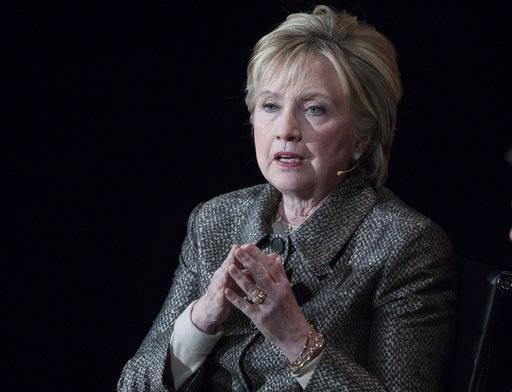 El informe del Inspector General del Departamento de Justicia criticó el manejo del FBI de la investigación por correo electrónico de Hillary Clinton. (Mary Altaffer / AP, archivo)