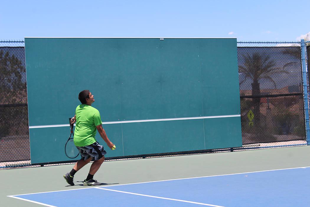 Miembros del deportivo Darling participaron en un torneo de tenis, en apoyo a una organización que ayuda a familiares que adoptan. Sábado 16 de junio de 2018 en el Deportivo Darling. Foto Cristi ...