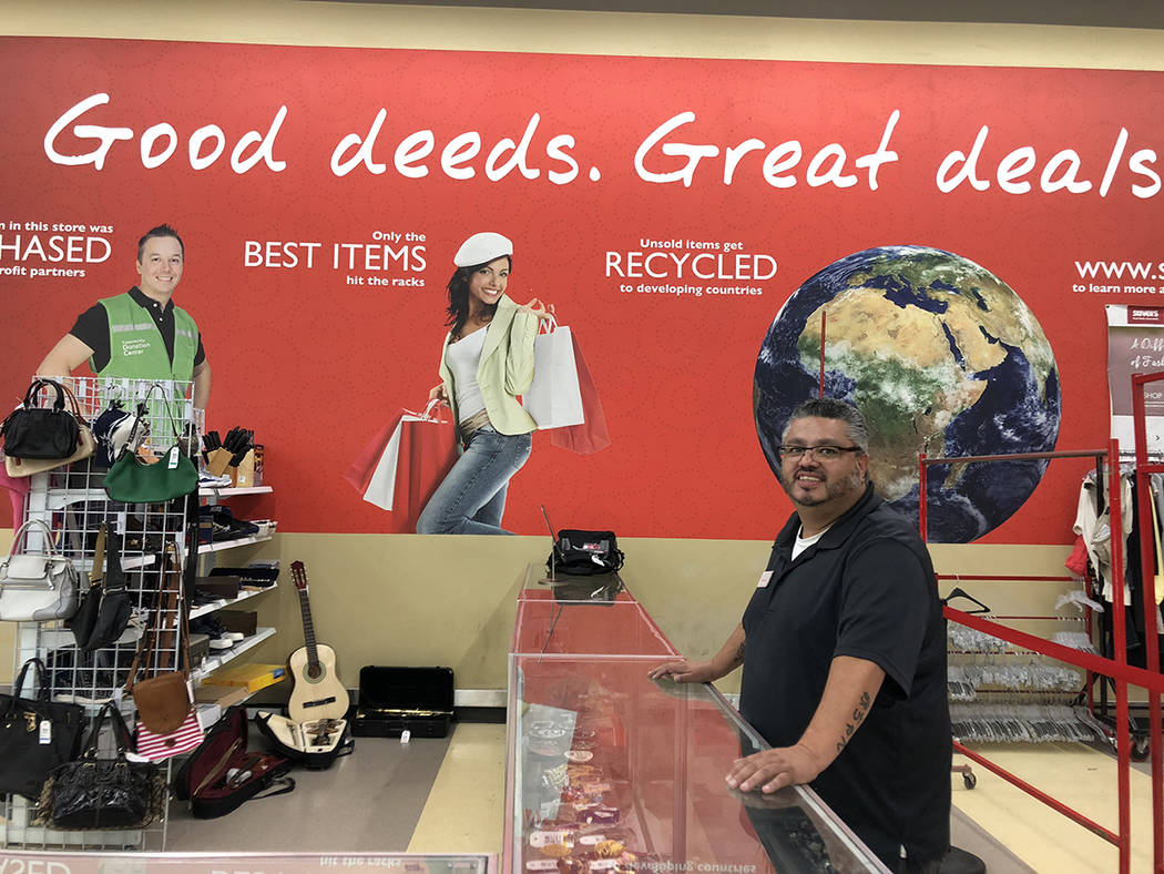 Jaime Machuca, supervisor de Savers en Las Vegas. Viernes 15 de junio de 2018. Foto Valdemar González / El Tiempo - Contribuidor.