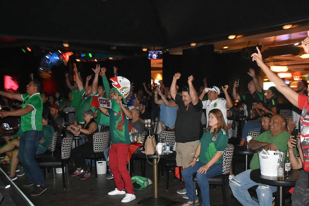 La comunidad mexicana de Las Vegas celebró con euforia el triunfo de la Selección de México. Domingo 17 de junio de 2018 en hotel y casino Texas Station. Foto Anthony Avellaneda / El Tiempo.
