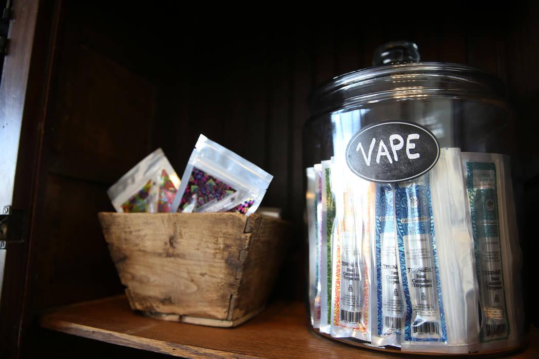 Productos de Vape dentro de la recién inaugurada tienda de cáñamo KANA Modern Apothecary en el centro de Las Vegas, el viernes 1 de junio de 2018. Erik Verduzco Las Vegas Review-Journal @Erik_V ...