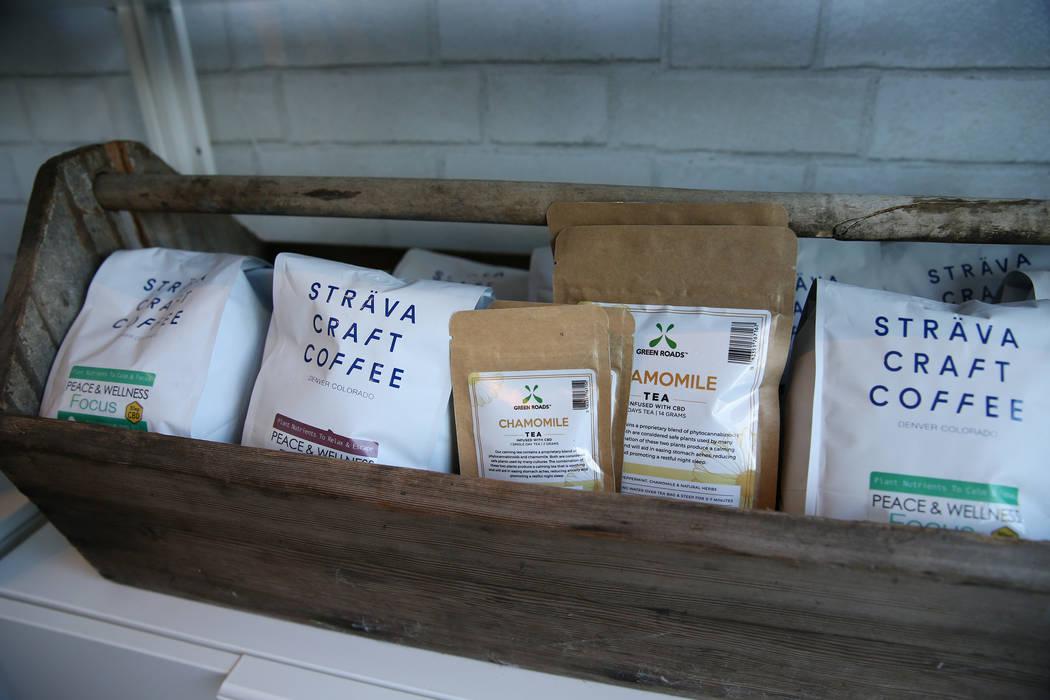 CBD infundió café dentro de la recién inaugurada tienda de cáñamo KANA Modern Apothecary en el centro de Las Vegas, el viernes 1 de junio de 2018. Erik Verduzco Las Vegas Review-Journal @Erik ...
