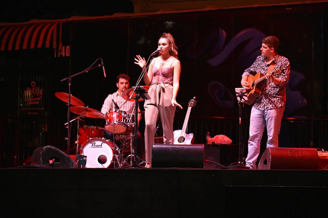 La cantante Noelle Chiodo durante una exitosa presentación en Downtown Container Park el sábado 16 de junio de 2018. Foto Anthony Avellaneda / El Tiempo.