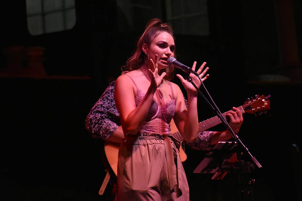 Noelle Chiodo es una cantante de 21 años de edad originaria de Estados Unidos y de ascendencia mexicana. Sábado 16 de junio de 2018 en Downtown Container Park. Foto Anthony Avellaneda / El Tiempo.