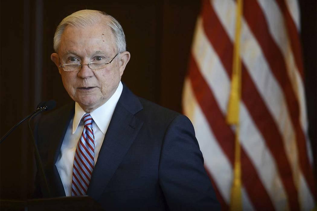 El Fiscal General de los Estados Unidos, Jeff Sessions, habla sobre políticas de inmigración y acciones para hacer cumplir la ley en Lackawanna College en el centro de Scranton, Pensilvania, el ...