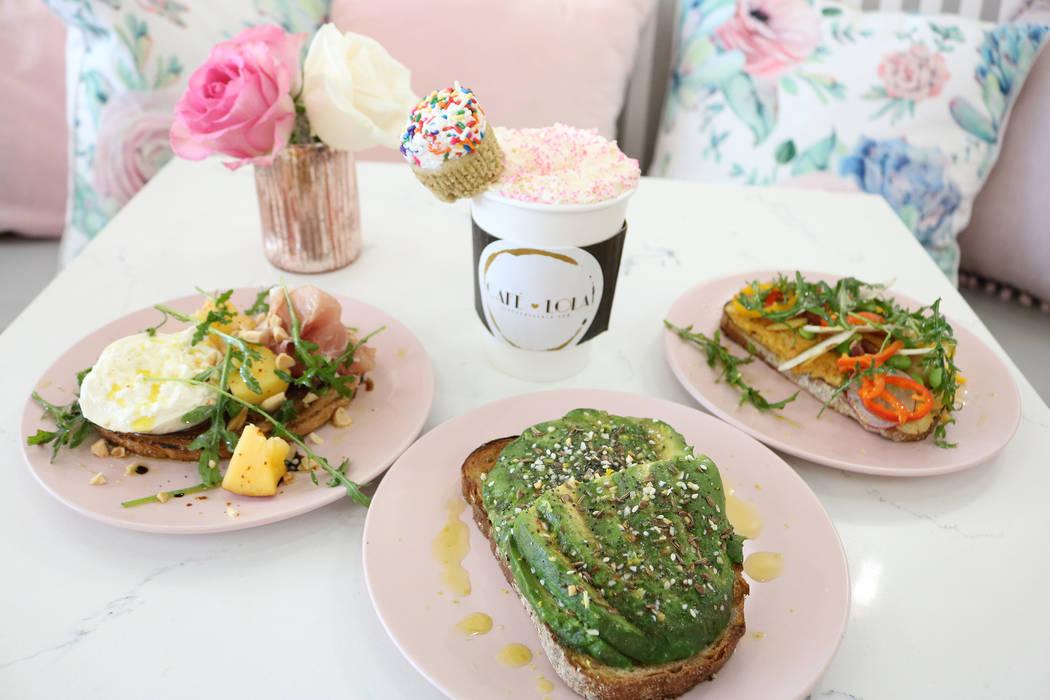 Café Lola en Las Vegas sirve comidas ligeras en un café femenino. (Janna Karel Las Vegas Review-Journal)