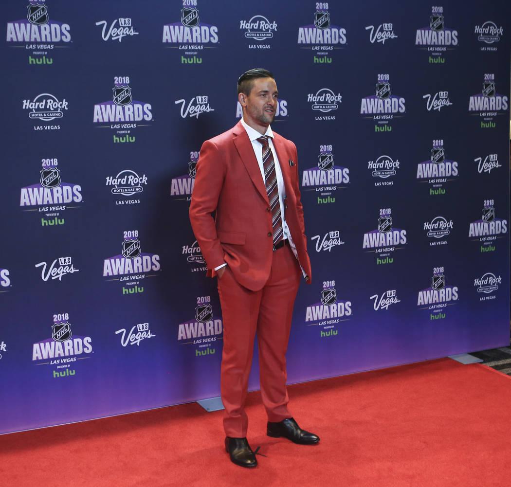Deryk Engelland de los Golden Knights posa en la alfombra roja antes de los Premios NHL en el Hard Rock Hotel de Las Vegas el miércoles 20 de junio de 2018. Chase Stevens Las Vegas Review-Journal ...