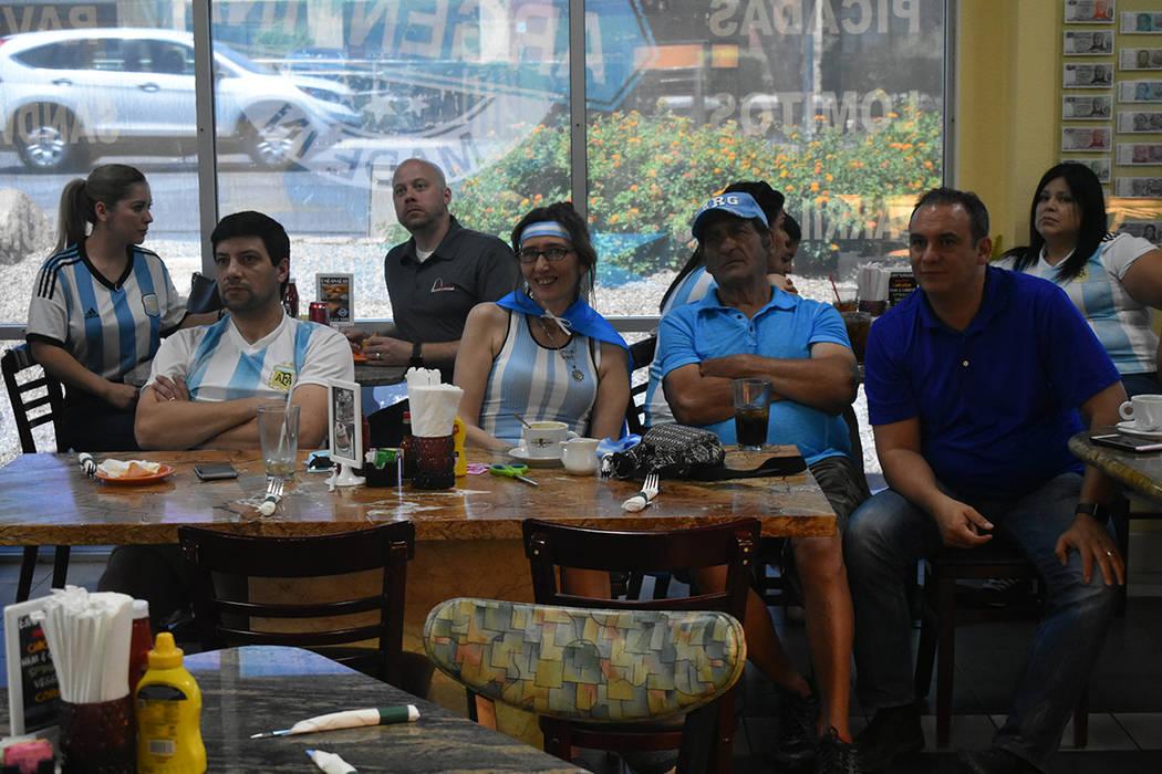 La comunidad argentina se reunió para apoyar a su selección en el partido ante Croacia. Jueves 21 de junio de 2018 en el restaurante Made in Argentina. Foto Anthony Avellaneda / El Tiempo.