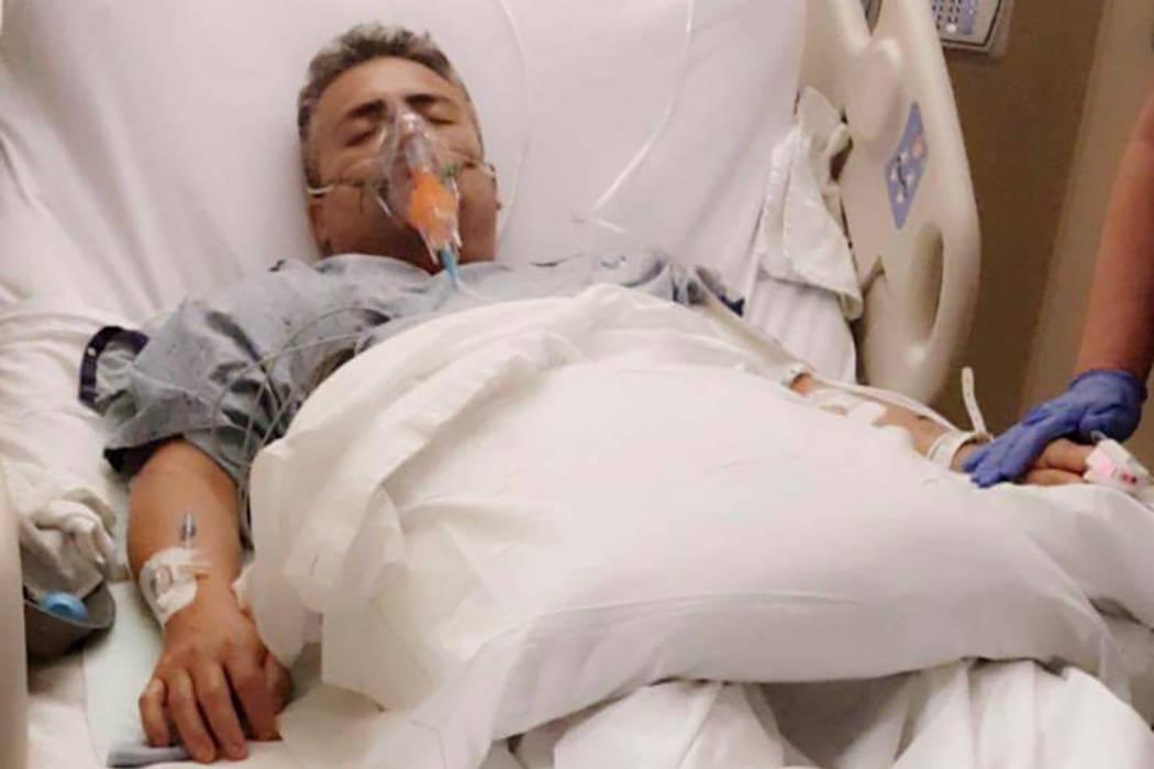 Esta foto sin fecha muestra a Marcos Mendiola en un hospital. Estaba trabajando como cocinero en Roberto's Taco Shop en Las Vegas en junio de 2017, cuando un cliente enojado lo apuñaló 14 veces. ...