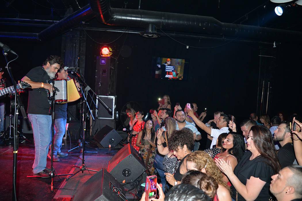 Celso Piña y su Ronda Bogotá, regresaron a Las Vegas, luego de una prolongada ausencia. Jueves 21 de junio en el Backstage Bar & Billiards. Foto Frank Alejandre / El Tiempo.