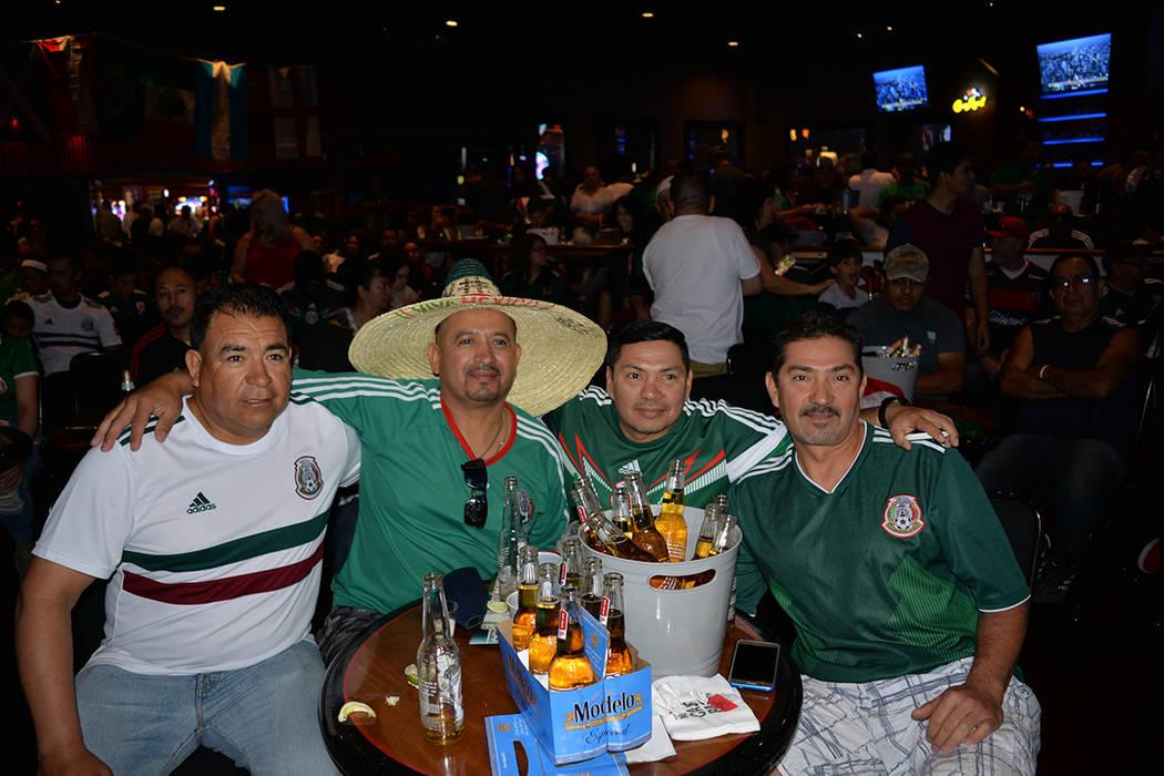 México derrotó a Corea del Sur y la comunidad de Las Vegas celebró el segundo triunfo de la Copa Mundial de la FIFA Rusia 2018. Hotel & casino Boulder Station. El sábado 23 de junio. Foto Fran ...