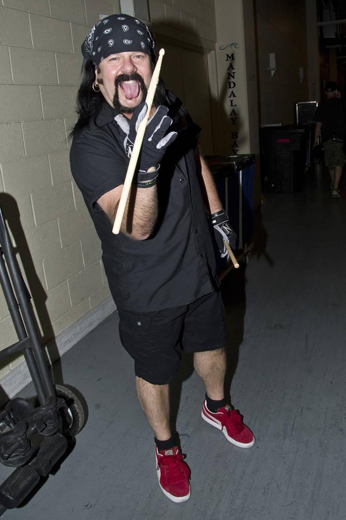 Vinnie Paul de Hellyeah durante el Rock Vegas Music Festival en Mandalay Bay el 28 de septiembre de 2012, en Las Vegas. (Foto por Amy Harris / Invision / AP)