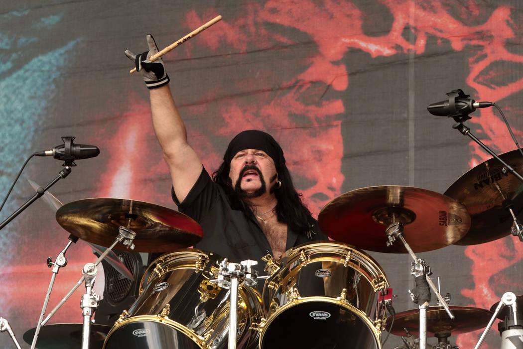 Vinnie Paul de la banda Hellyeah se presenta en concierto durante el Día 2 del Rock Allegiance Festival en el Talen Energy Stadium el domingo 18 de septiembre de 2016 en Chester, Pa. (Foto por Ow ...