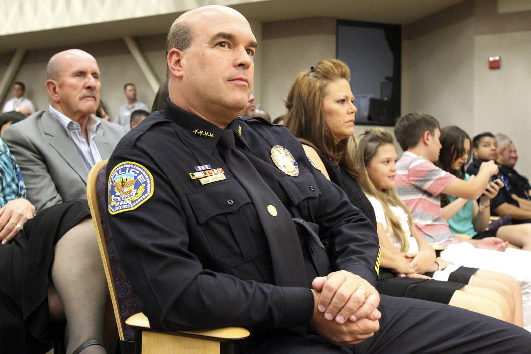 El entonces jefe de policía de Henderson, Patrick Moers, escucha durante una reunión especial del Consejo Municipal en el Ayuntamiento donde juró el martes 17 de julio de 2012. (K.M. Cannon / L ...