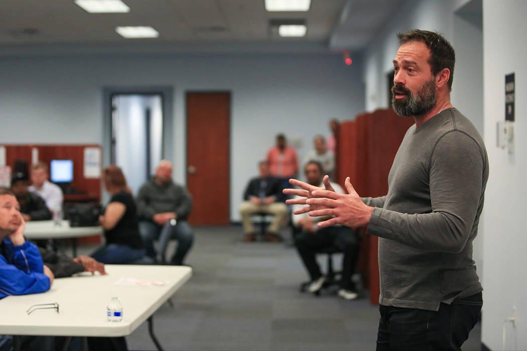El ex comisionado del Condado de Clark, Darío Herrera, da una charla en una de las reuniones de mentores de la Fundación para un Mañana Independiente en esta foto de archivo. Brett Le Blanc Las ...