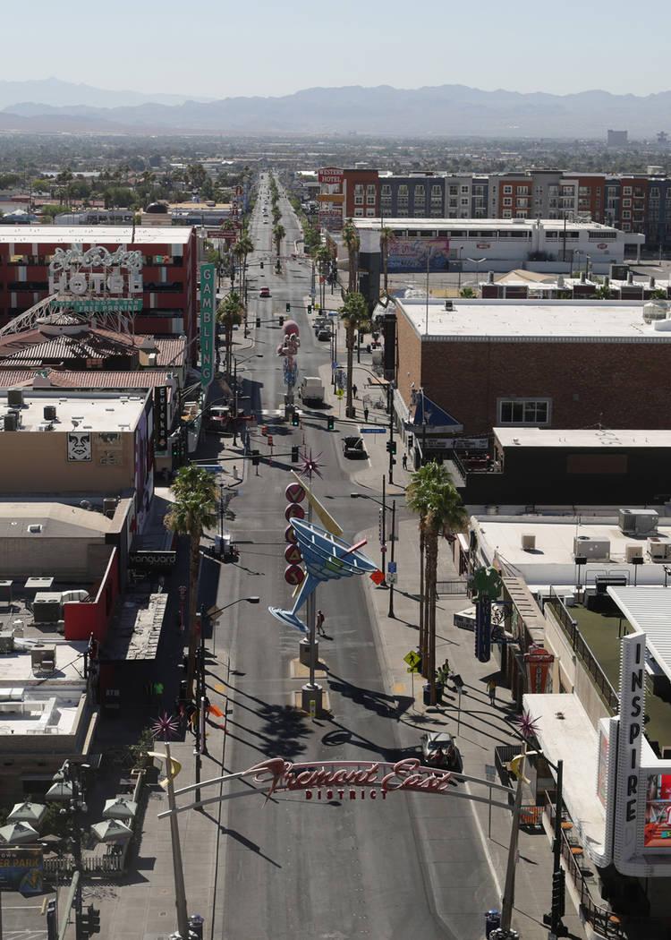 Una vista de Fremont Street East vista desde la parte superior de la tirolesa de Slotzilla en la Fremont Street Experience el jueves 21 de junio de 2018. Michael Quine Las Vegas Review-Journal @ V ...