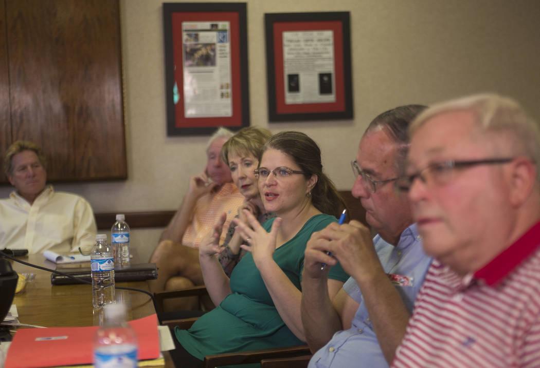 Rebecca García habla en un panel organizado por el Review-Journal. Los participantes opinaron sobre la participación en las elecciones primarias recientes, los anuncios políticos negativos, las ...