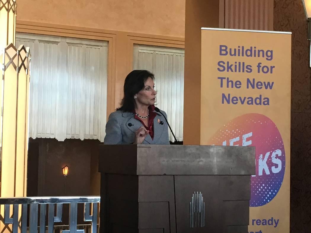 Mary Beth Sewald, presidenta y directora ejecutiva de la Cámara Metropolitana de Comercio de Las Vegas, habla sobre el aprendizaje basado en el trabajo en la Cumbre Governor Education to Workforc ...