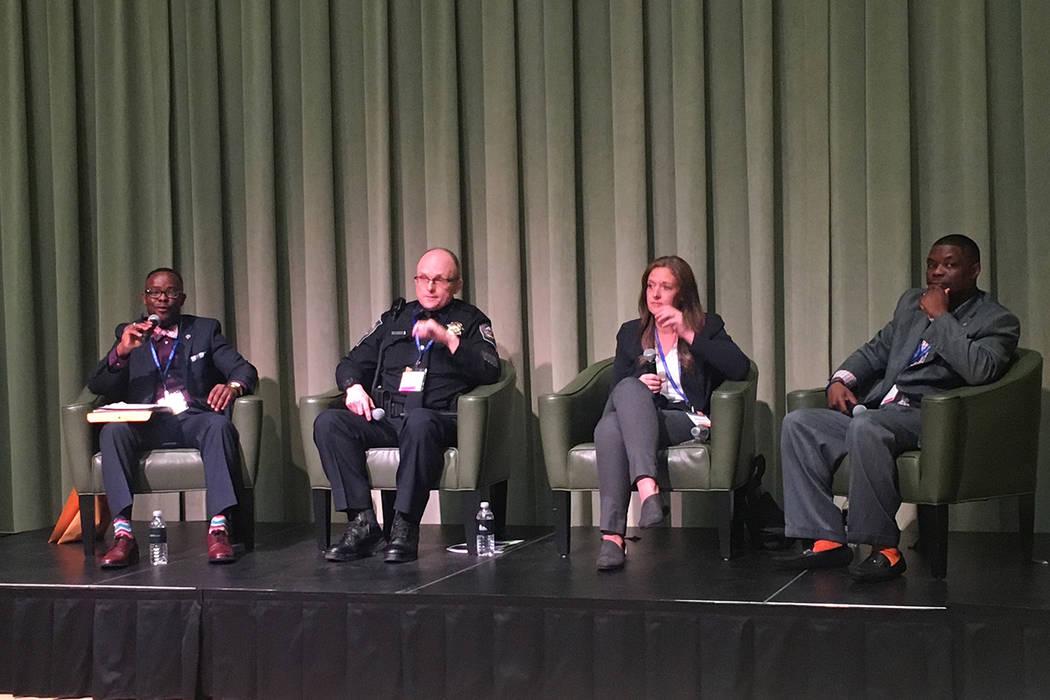 Manny Lamarre, director ejecutivo de OWINN, desde la izquierda, habla con el teniente Jeff Verner de la Patrulla de Carreteras de Nevada, Brittany Brown de Renown Health y Shaundell Newsome de Sam ...