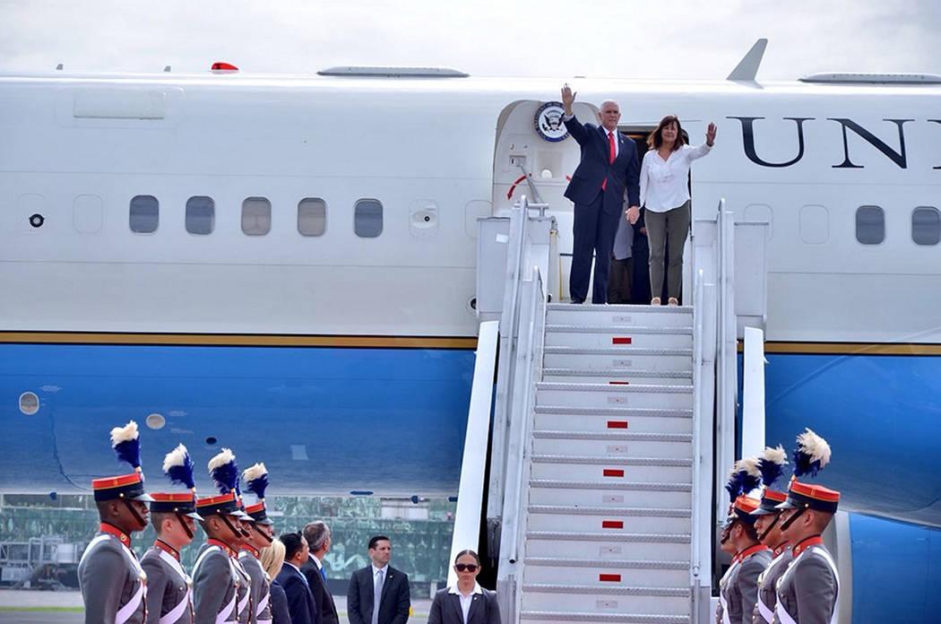 Guatemala, 28 Jun 2018 (Notimex-Especial).- El vicepresidente de Estados Unidos, Mike Pence, llegando a Guatemala en una corta visita en la que se reunirá con los presidentes del Triángulo Norte ...