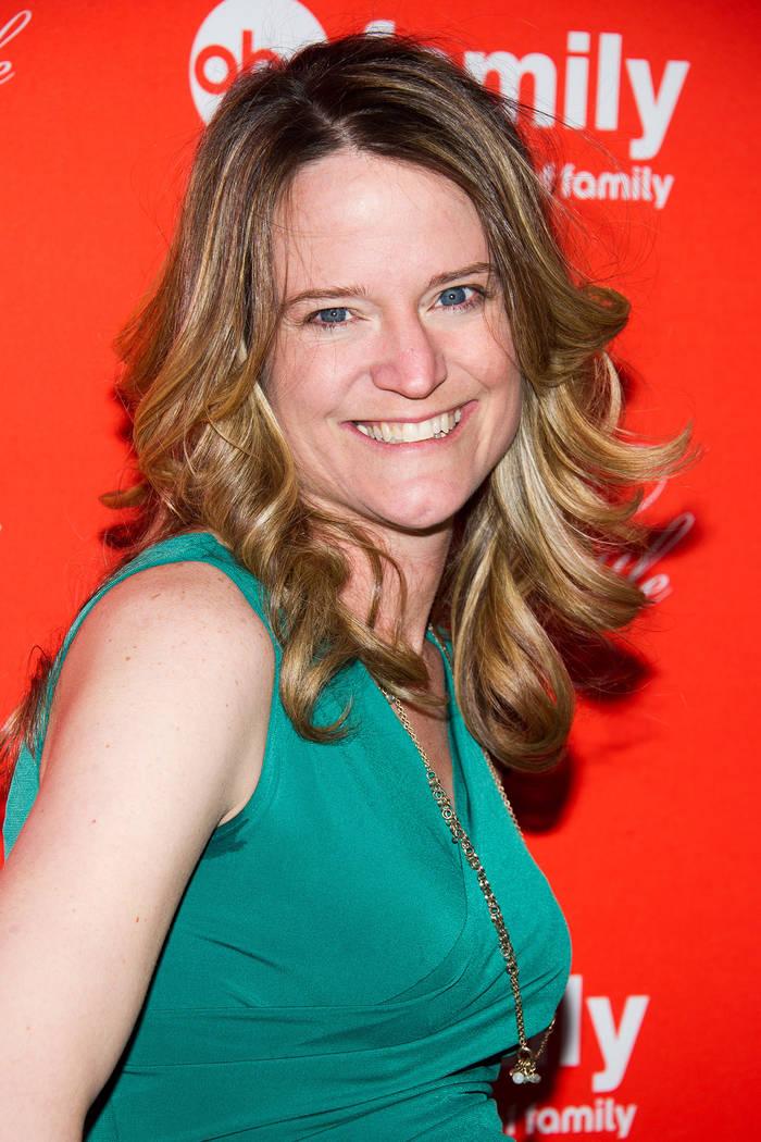 """Sara Shepard asiste a la proyección final de la temporada """"Pretty Little Liars"""" el martes, 18 de marzo de 2014 en Nueva York. (Charles Sykes / Invision / AP)"""
