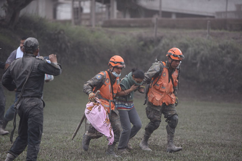 Continúan trabajos de rescate en Guatemala