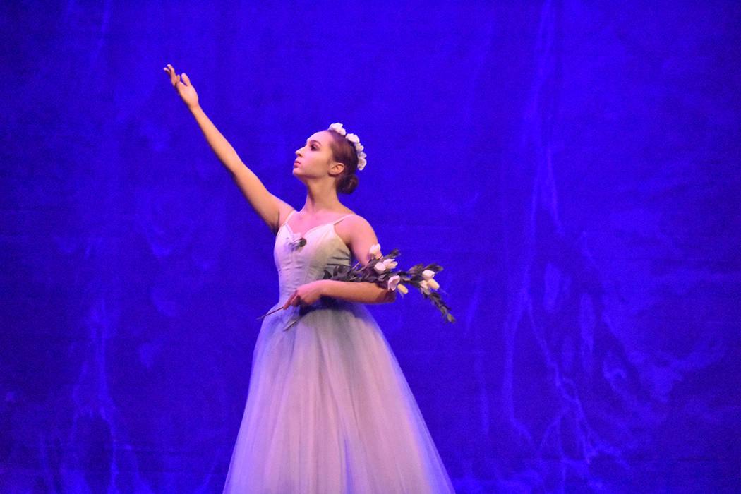 Daniela Burgos de 16 años de edad, quien tiene ascendencia dominicana, interpretó a la villana 'Myrtha, Queen of the Willis'. Sábado 23 de junio de 2018 en Summerlin Performing Arts. Foto A ...