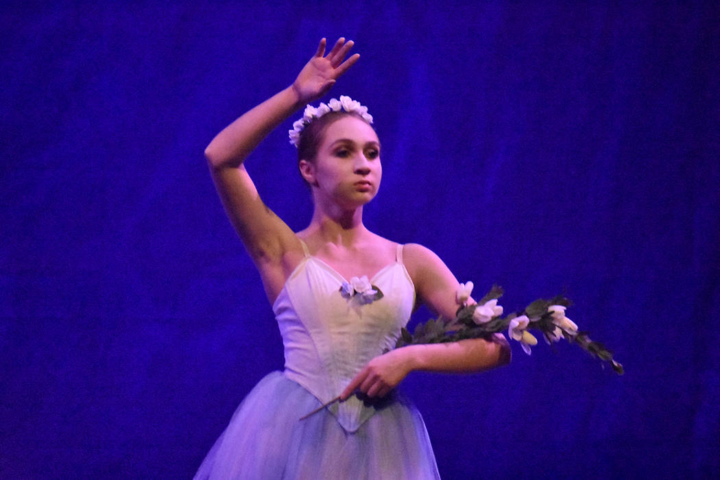 Daniela Burgos de 16 años de edad, quien tiene ascendencia dominicana, interpretó a la villana 'Myrtha, Queen of the Willis'. Sábado 23 de junio de 2018 en Summerlin Performing Arts. Foto A ...