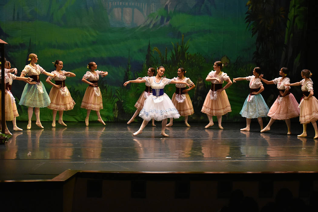 Alehssia Reinhart es una niña de 12 años de edad –de ascendencia guatemalteca- que interpretó el personaje protagónico, 'Giselle'. Sábado 23 de junio de 2018 en Summerlin Performing Art ...