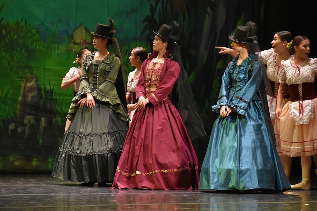 Eva Meledrez (derecha), es una de las niñas de origen hispano que formaron parte del elenco de Giselle. Sábado 23 de junio de 2018 en Summerlin Performing Arts. Foto Anthony Avellaneda / El Tiempo.