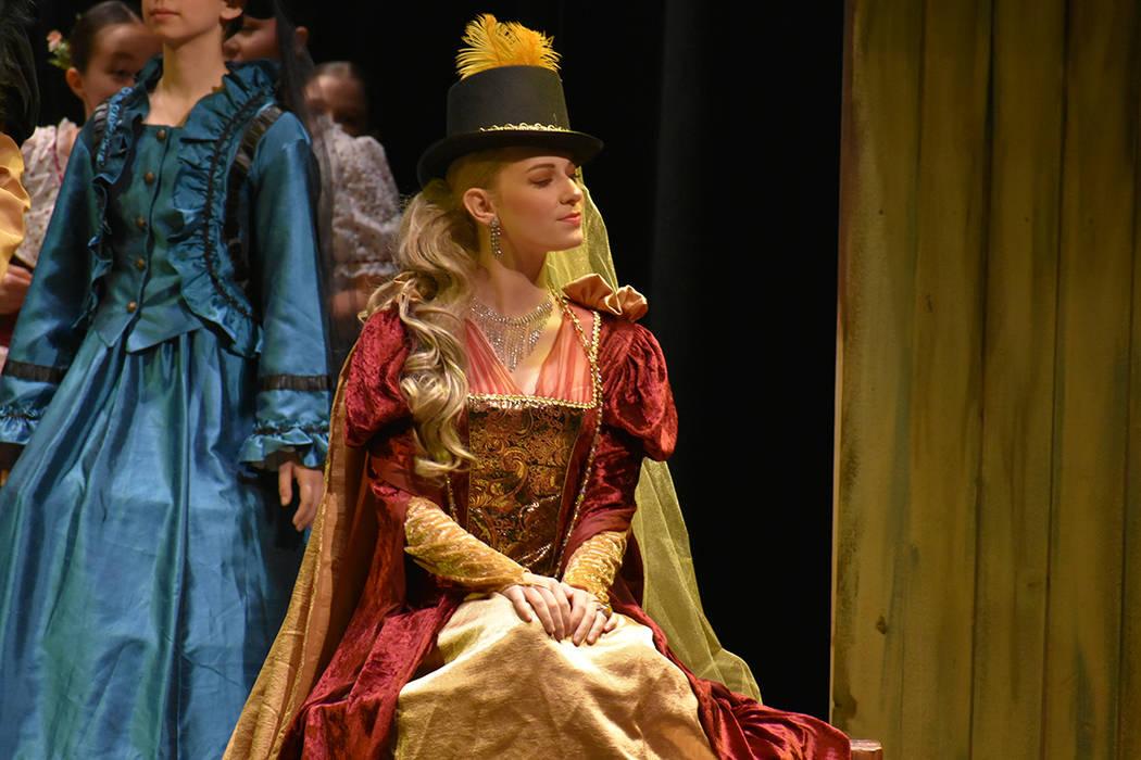 La obra Giselle se presentó rodeada de una atractiva escenografía y con cada uno de los participantes notablemente concentrados en sus respectivos personajes. Sábado 23 de junio de 2018 en Summ ...