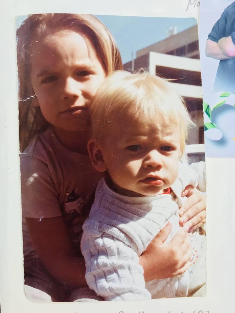 Una foto de Lalani Blackburn-Bill y su hermano menor, Michael Blackburn, en junio de 1982, antes de ser separados de sus padres. Foto cortesía de Michael Blackburn.