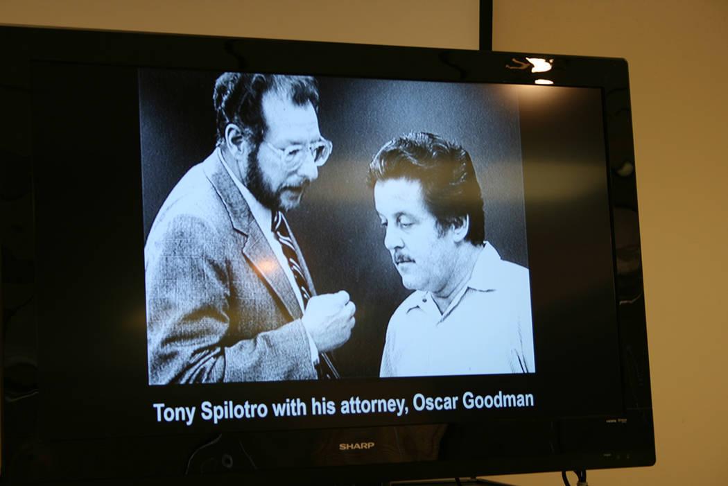 """""""Tony Spilotro con su abogado Oscar Goodman"""", una foto de los tiempos de la mafia en Las Vegas. Jueves 28 de junio de 2018, en Las Vegas Senior Center. Foto Valdemar González / El Tiempo - Co ..."""