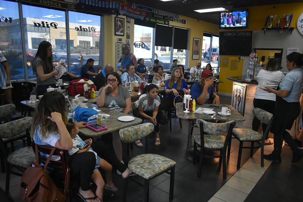 La tristeza era evidente entre la comunidad argentina de Las Vegas tras la eliminación de la 'albiceleste' en la Copa Mundial de la FIFA Rusia 2018. Sábado 30 de junio de 2018 en el restaura ...