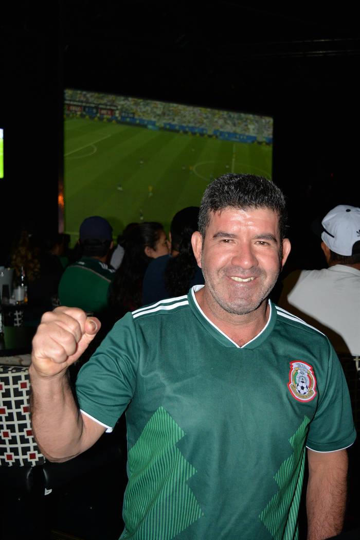 """Román Mendoza, un aficionado que se """"puso la verde"""" para apoyar a su selección. El lunes 2 de julio. Foto Frank Alejandre / El Tiempo."""