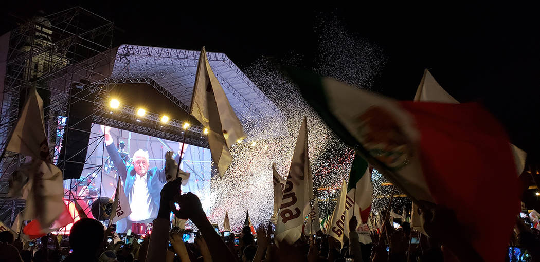 México, 1 Jul 2018 (Notimex-Roberto Noguez).- Miles de personas asistieron al Zócalo de la ciudad de México a festejar el triunfo del candidato de la coalición Juntos Haremos Historia, Andrés ...