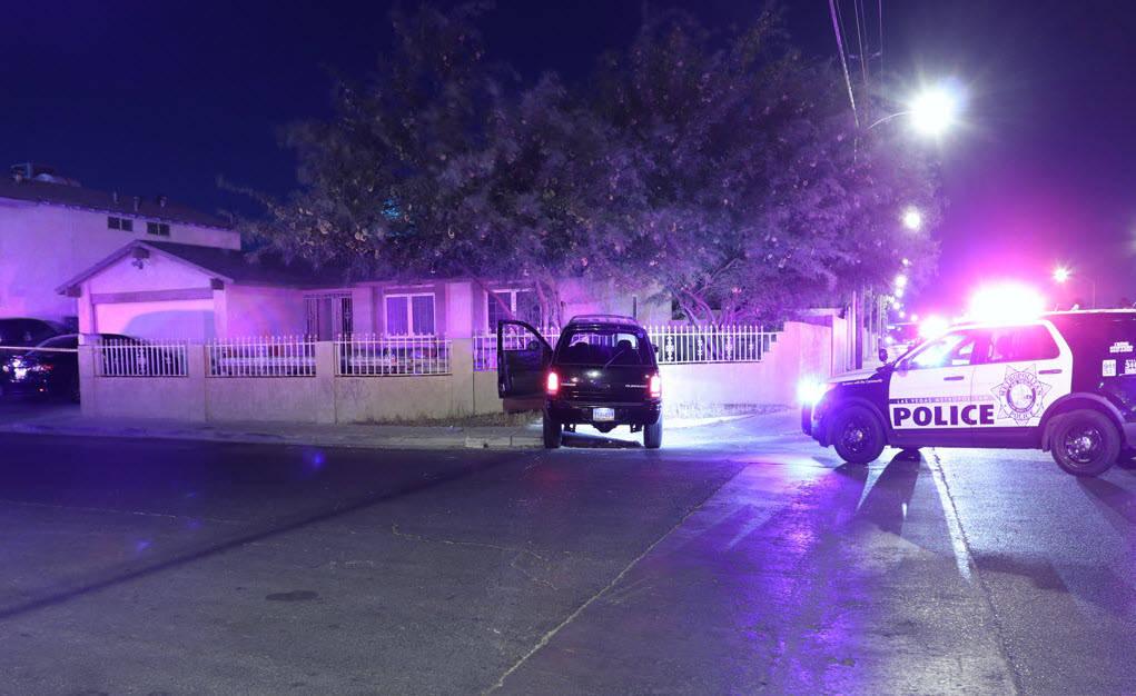 El oficial Brent Horlacher, de 28 años, disparó una bala de su pistola contra Jessie Murillo, de 35 años, durante una persecución a pie, pero falló y se impactó contra una pared de bloque, a ...