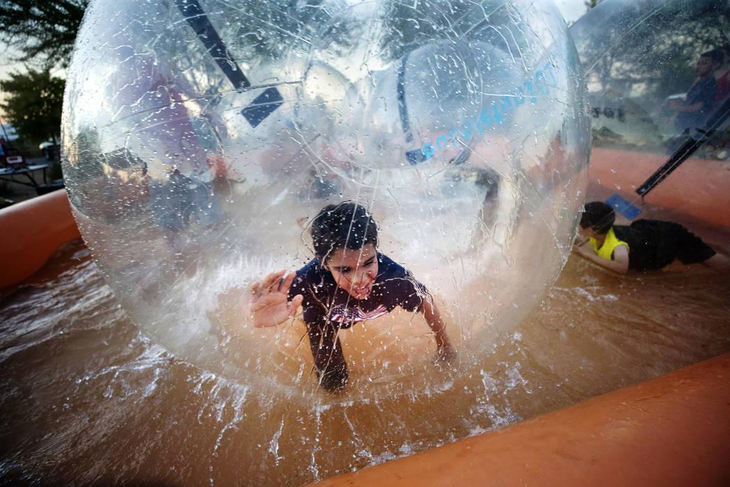 Jóvenes juegan en el juego de burbujas de agua inflables durante las festividades del 4 de julio en Heritage Park el martes 4 de julio de 2017 en Henderson. Richard Brian Las Vegas Review-Journal