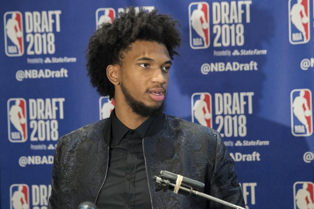 Marvin Bagley III de Duke habla con reporteros durante una disponibilidad de medios con los mejores prospectos de baloncesto en el Draft de la NBA, el miércoles 20 de junio de 2018, en Nueva York ...