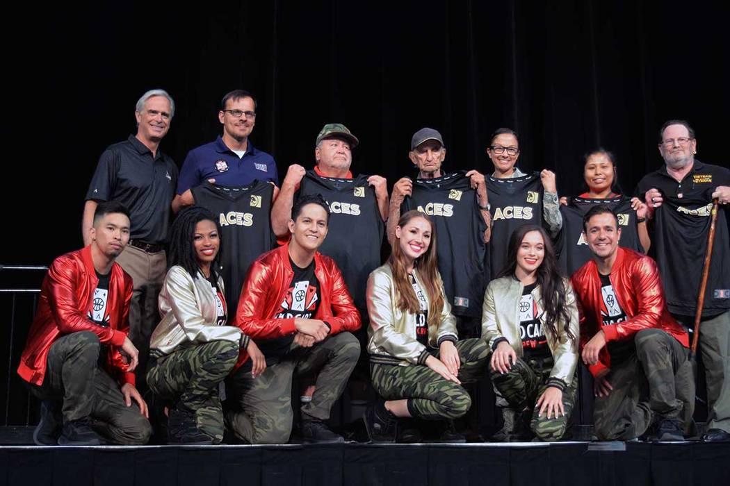 Los porristas de The Aces, el Wild Card Crew, rindieron un homenaje a los miembros de las fuerzas del orden. Jueves 5 de julio de 2018 en el Centro de Eventos del Mandalay Bay. Foto Frank Alejandr ...
