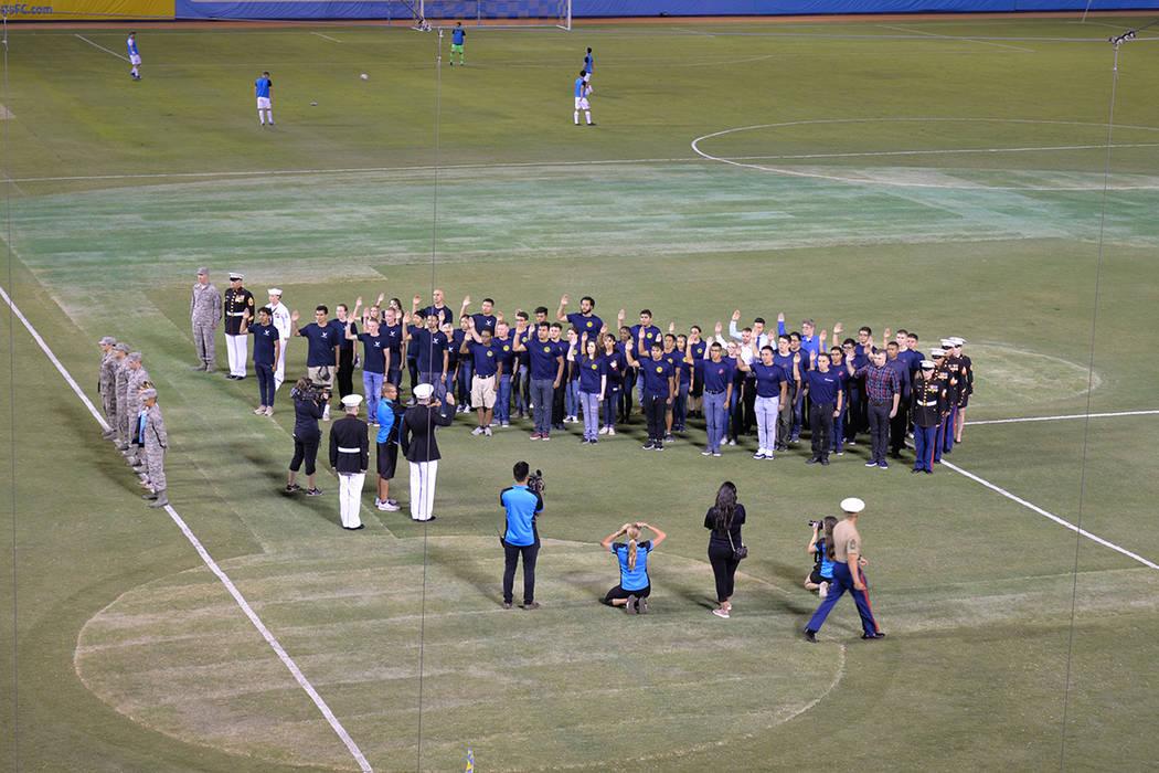 El partido sirvió de homenaje a los miembros de las fuerzas del orden y sus familias. Sábado 7 de julio de 2018, en el Cashman Field. Foto Frank Alejandre / El Tiempo.