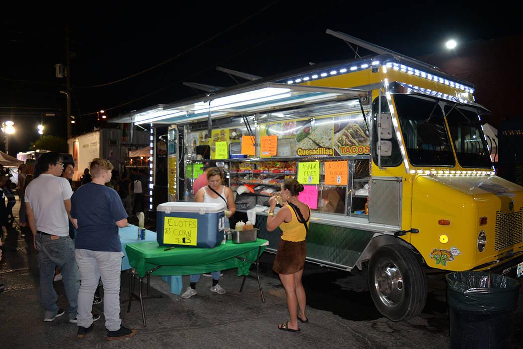 Hay muchas opciones para el paladar ya que la experiencia culinaria del Primer Viernes está de vuelta con deliciosas opciones en más de 30 camiones de comida gourmet y otros vendedores de comida ...