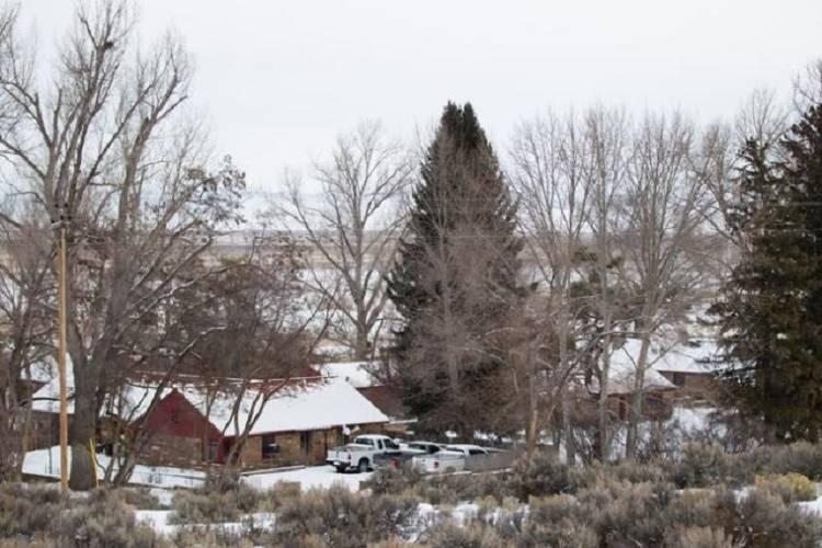 El cuartel general del Refugio Nacional de Vida Silvestre Malheur, que está ocupados por manifestantes antigubernamentales, se exhibe cerca de Burns, Oregón, el lunes 4 de enero de 2016. Los man ...