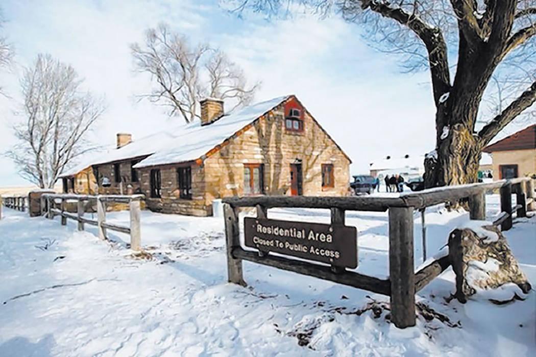 Un edificio se muestra en la sede del Refugio Nacional de Vida Silvestre Malheur, ocupado por manifestantes antigubernamentales, cerca de Burns, Oregón, el lunes 4 de enero de 2016. (Chase Steven ...